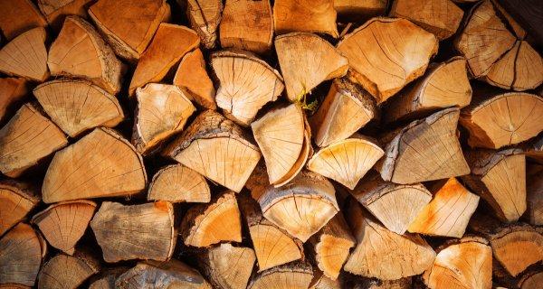 Сложенные дрова