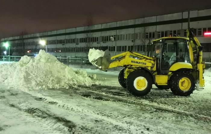 Работы по уборке снега на объекте